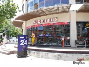 "Кафе ""McDonalds"", Паттайя, Таиланд"