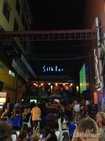 Улица Khao San - сердце ночной жизни Бангкока