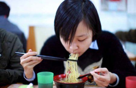 Правила поведения за столом в Японии