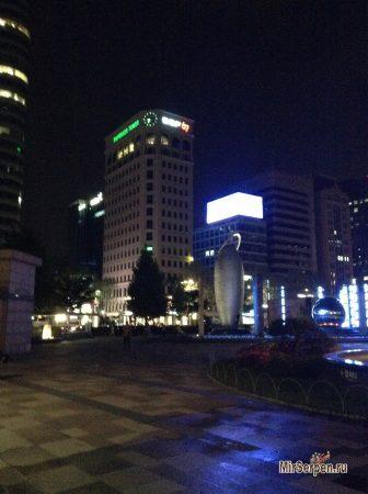 Вид на вечерний Сеул возле SM Town