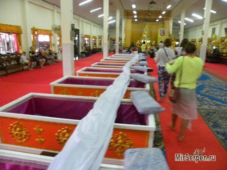 Взорвите свой мозг в Таиланде: сфотографируйте себя в гробу!