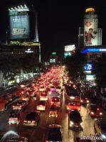 Сложные отношения пешеходов и водителей на тайских улицах