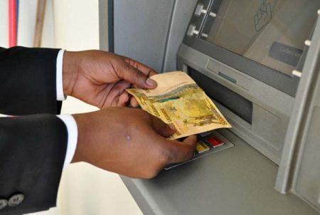 Наличные и банковские карты в путешествии: возможные преимущества
