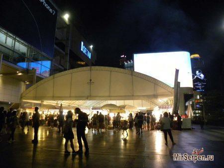 Фудкорт возле ТЦ Central World, Бангкок