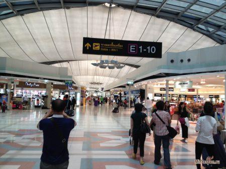 Покупка тайской косметики в аэропорту Суварнапум в Бангкоке