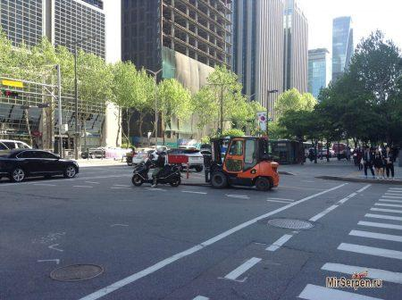 Автопогрузчики на улицах Сеула