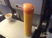 Термос с кофе в самолете