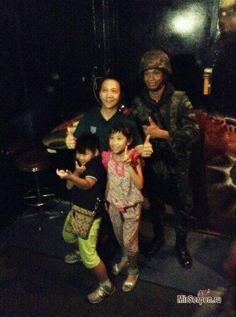 Фото с тайскими военными