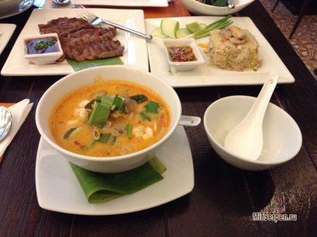 Поведение за столом в Таиланде