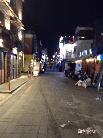 Итэвон в сердце ночного Сеула
