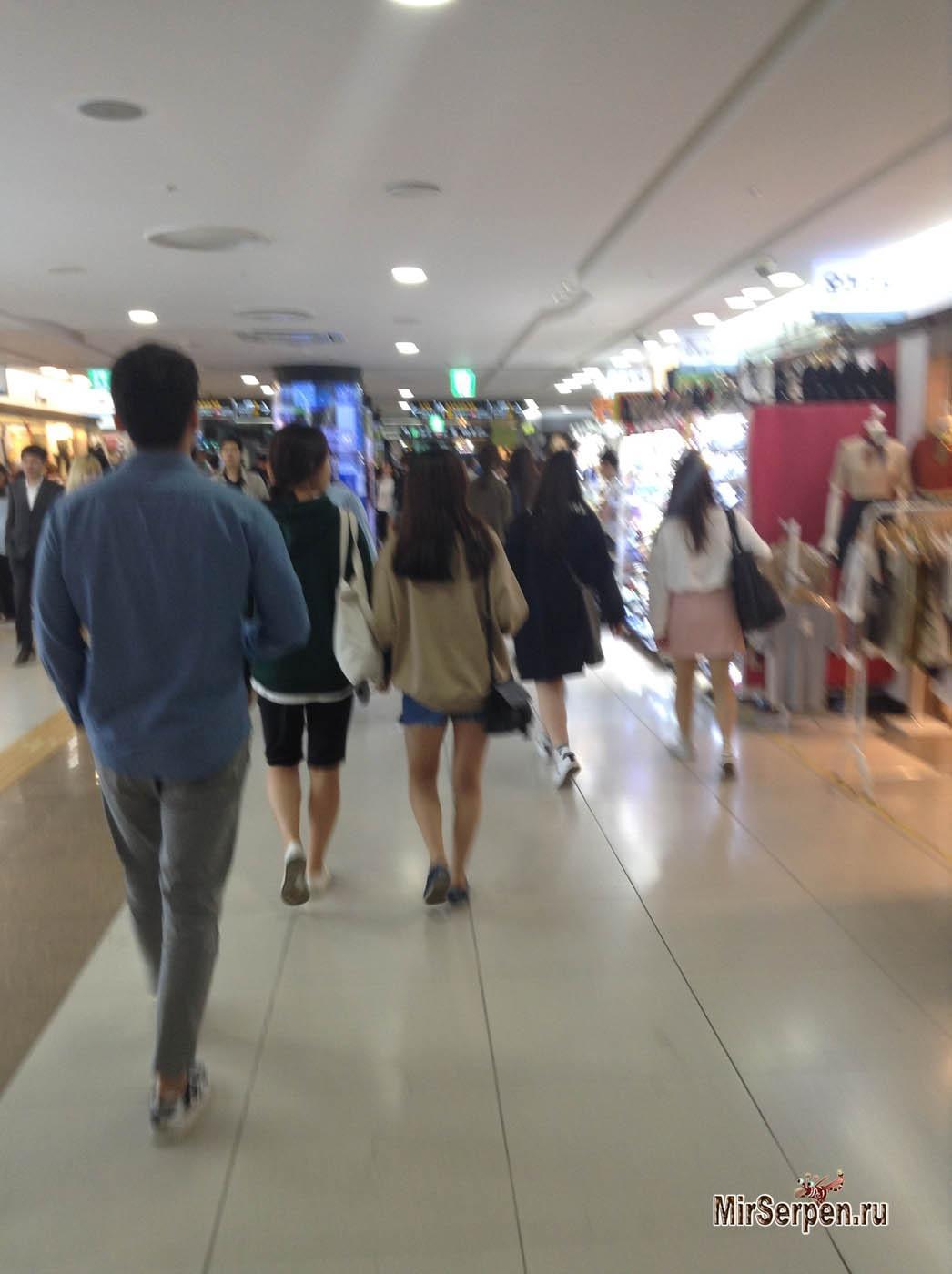 Почему на улицах Сеула много девушек?